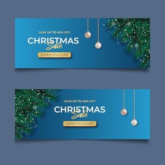 青い背景の松の枝の赤いベリーとクリスマスボールのクリスマスカバーセールポスト