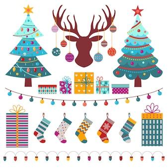 Рождественские элементы дизайна с праздничными елками, оленьими головными чулками и украшениями