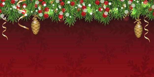 雪片がモミの枝、ヒイラギの果実を飾ったクリスマスエレガントな赤の明るい背景