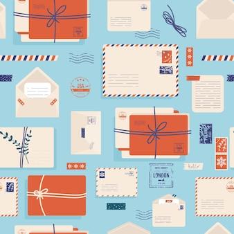 귀여운 우표가 있는 크리스마스 봉투. 메일 봉투, 스티커, 우표 및 엽서 빈티지 스타일 벡터 완벽 한 패턴입니다. 겨울 휴가 배경 편지입니다. 종이 우편은 비어 있습니다. 엽서 메시지 선물.
