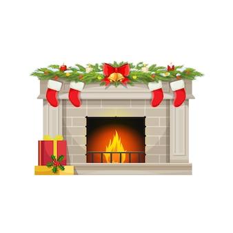 Рождественский камин с носками для подарков на дымоходе, вектор рождественский праздничный огонь. елочные украшения, падуб и свечи с золотым колокольчиком на ленте, санта дарит чулки и снег на камине