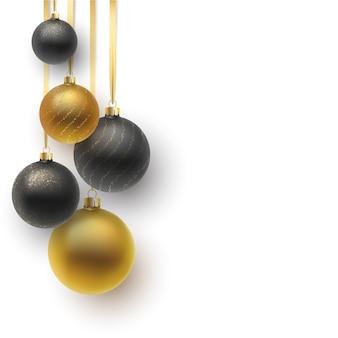 クリスマスのグリーティングカード。飾りとスパンコールが付いた赤いクリスマスボール。
