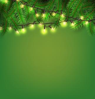 スプルースツリーの背景にクリスマスライト現実的なグリーンガーランド