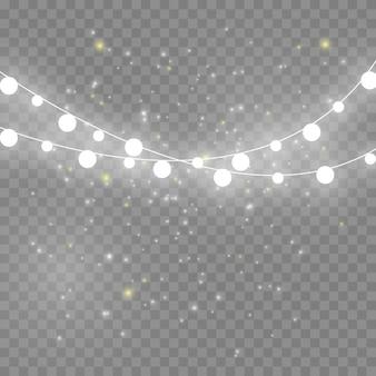 크리스마스 조명은 현실적인 디자인 요소를 분리했습니다. 크리스마스 휴일 카드, 배너, 포스터, 웹 디자인을 위한 빛나는 조명. 화환 장식. 주도 네온 램프