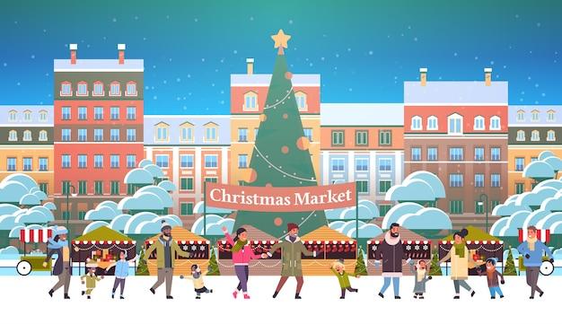 クリスマスマーケットや休日の野外フェア、装飾されたモミの木の人々が屋台の近くを歩くメリークリスマス新年冬の休日のお祝いのコンセプト現代の街並みの背景vect