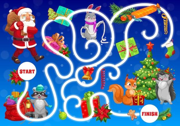 동물 아기와 산타가 있는 아이들을 위한 크리스마스 미로. 아이들은 방법 활동, 어린이 미로 게임을 찾습니다. 산타 클로스, 토끼와 너구리, 여우, 다람쥐와 고슴도치, 휴일 선물 만화 벡터