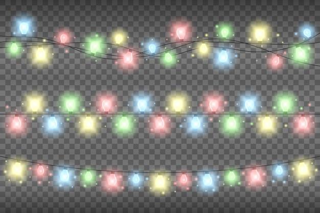 透明な背景にクリスマスの色とりどりのリアルなガーランドライト。きらめきと輝くガーランドライトの装飾