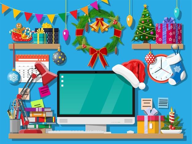 Рождество или новый год офисный стол интерьер рабочего пространства
