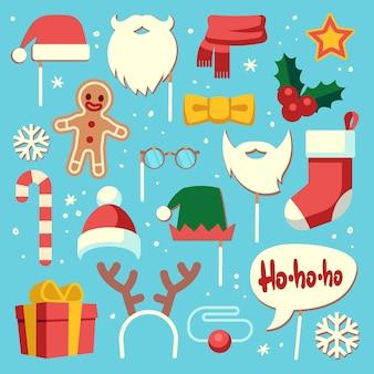 クリスマスフォトブース。小道具サンタの帽子とあごひげ、エルフの帽子、お祝いのギフトストッキング。