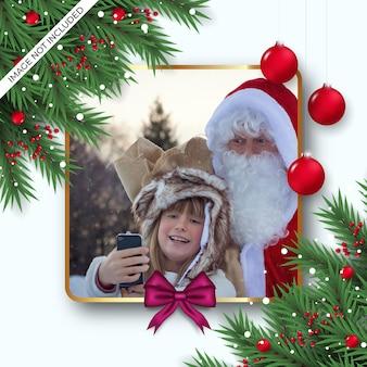 ベリー松の枝と赤いボールギフトボックスピンクリボンのクリスマスフォトフレーム装飾