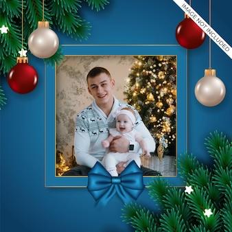 ベリー松の枝と赤白いボールギフトボックス青いリボンのクリスマスフォトフレーム