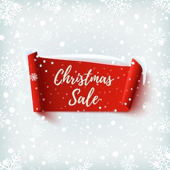 크리스마스 판매 배너입니다. 눈과 눈송이와 겨울 배경에 빨간색 추상 리본.