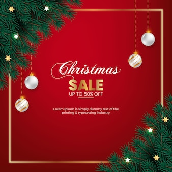 クリスマスセールポストクリスマスボールと緑の松の枝で飾る