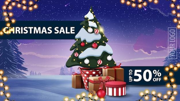 Новогодняя распродажа, скидка до 50, зимний пейзаж, гирлянды и елка в горшочке с подарками.