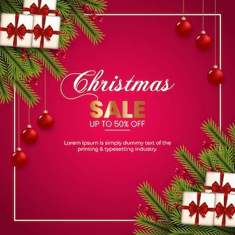 赤いベリー松の枝と赤いボールギフトボックス赤いリボンのクリスマスセール
