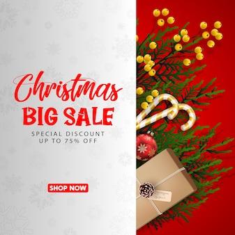 赤いリアルなリボンバナーとギフトボックス付きのクリスマスセール。