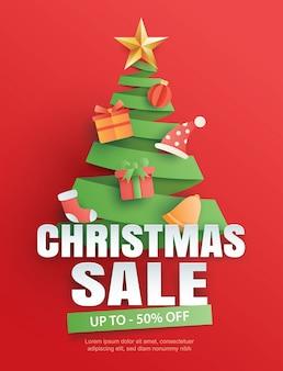 Рождественская распродажа с символом дерева на красном в стиле бумажного искусства.