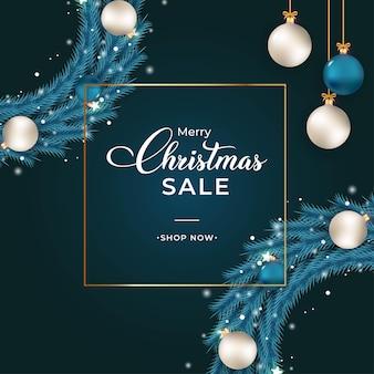파란색 화 환으로 크리스마스 판매 배너입니다. 화환, 흰색 공, 파란색 공 판매 배너. 어두운 배경에 크리스마스 화 환입니다. 장식 요소와 크리스마스 배너 템플릿입니다.