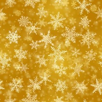Рождественский фон из сложных размытых и четких падающих снежинок в желтых тонах с эффектом боке