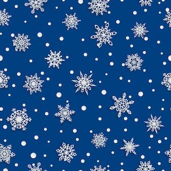 青い背景に柔らかい影と紙の雪片のクリスマスのシームレスなパターン