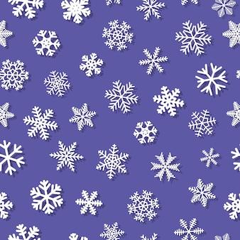 影のある雪片のクリスマスのシームレスなパターン、紫の背景に白