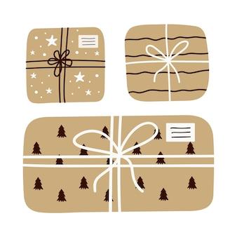 Рождественский набор подарков в крафт-бумаге с лентой из шпагата