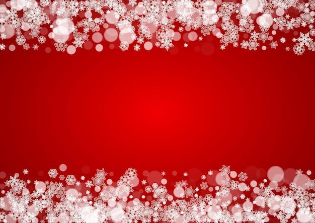 Рождественский снег на красном фоне. цвета санта-клауса. горизонтальная рамка для зимнего баннера, подарочный купон, ваучер, реклама, праздничное мероприятие. новогодний и рождественский дизайн снега. падающие снежинки для праздника