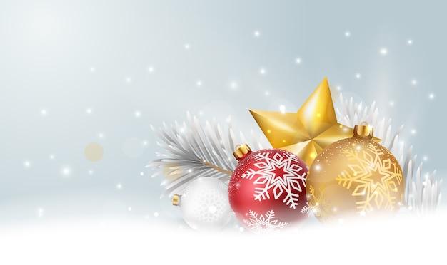 赤と金のボールと雪とクリスマスの星