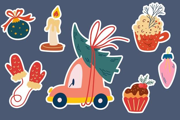 크리스마스 스티커. 크리스마스 트리, 장식, 장갑, 풍선, 과자 및 양초가 있는 자동차 인사말 카드, 초대장, 플래이어에 적합합니다. 벡터 만화 휴일 그림입니다.