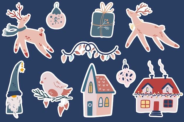 크리스마스 스티커. 사슴, 귀여운 집, 새, 크리스마스 트리 장난감. 스칸디나비아 스타일의 휘게 요소. 인사말 카드, 초대장, 플래이어에 적합합니다. 벡터 만화 휴일 그림입니다.