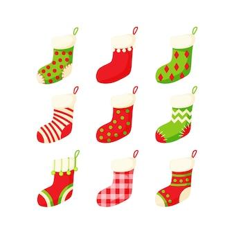 Рождественский чулок набор векторные иллюстрации в мультяшном плоском стиле на белом фоне. традиционная красочная богато украшенная новогодняя коллекция носков.