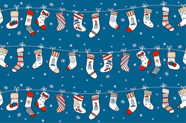 Рождественские чулки для подарков на гирлянде