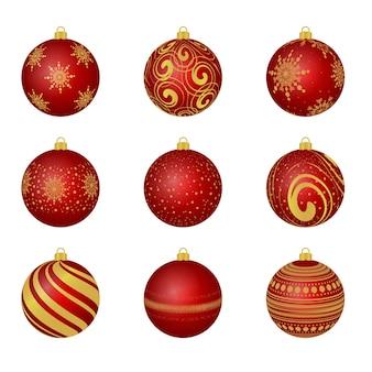 Елочные игрушки. красные новогодние шары на елке. веселого рождества и счастливого нового года. украшение. декор.