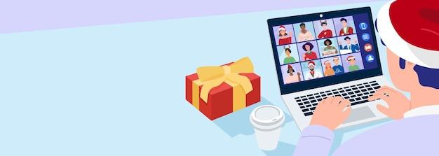 Рождественская виртуальная встреча, крупным планом человек в шляпе санта-клауса, имеющий видеозвонок с друзьями дома. вектор