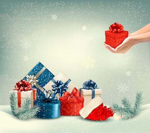 Рождественский зимний фон с подарками.
