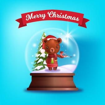 눈 수정 구슬, 귀여운 테디 베어, 멋쟁이 새의 일종, 소나무와 함께 크리스마스 겨울 엽서. 투명 유리 글로브, 장난감, 플레어와 함께 크리스마스 휴가 그림. 파랑에 축제 빛나는 눈 공