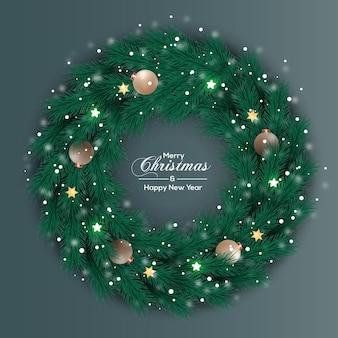 クリスマスリースの装飾銀のボールと緑の松の葉