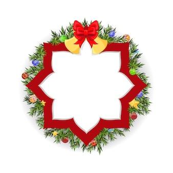 Рождественский венок с колокольчиком, красным бантом, еловыми ветками, шарами и звездой