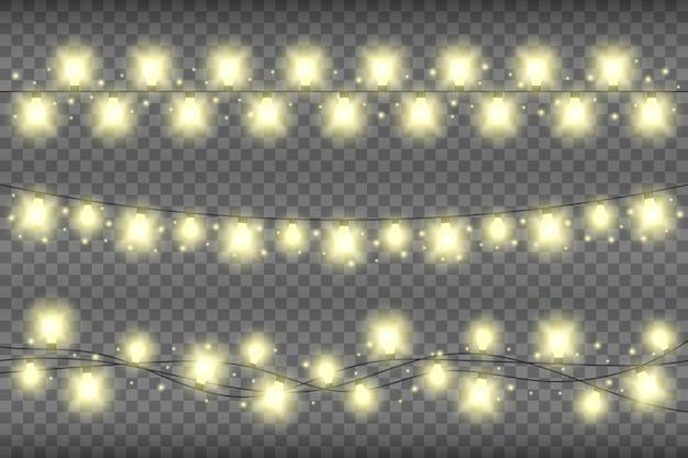 透明な背景にクリスマスイエローのリアルなガーランドライト。きらめきと輝くガーランドライトの装飾