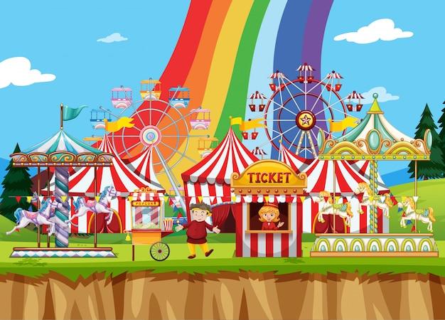 Цирковая сцена с большим количеством поездок в дневное время