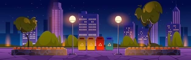 별도의 쓰레기 나무 벤치와 마을 건물을위한 재활용 쓰레기통이있는 도시 공원
