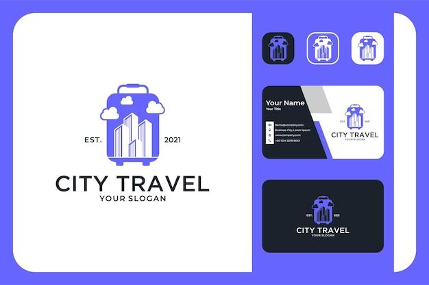 가방 로고 디자인과 명함이 있는 도시 여행