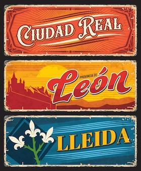 Ciudad real, leon 및 lleida 그런지 플레이트. 스페인 지방 지역은 중세 건축 랜드마크, 팔의 외투 홍채 꽃 상징 및 장식품이 있는 주석 표지판. 스페인 여행 기념품 접시