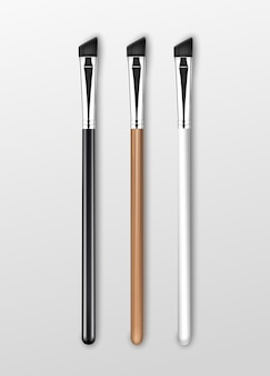 Чистые профессиональные кисти для макияжа бровей с деревянными черно-белыми ручками изолированы