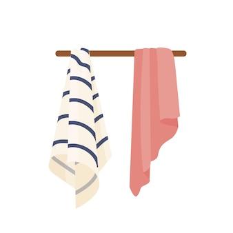 깨끗한 수건 벡터 일러스트입니다. 옷걸이에 마른 부드러운 수건. 국내 위생 액세서리, 목욕, 샤워 속성. 줄무늬와 분홍색 손 수건 흰색 배경에 고립입니다.