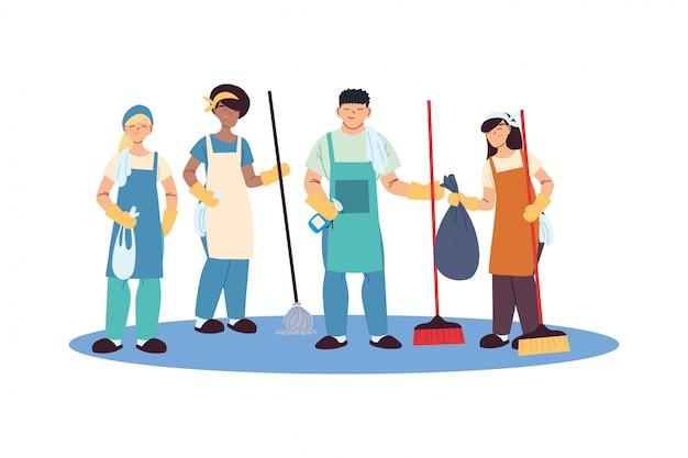 Бригада по уборке с перчатками и чистящими средствами