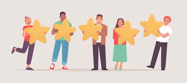 클라이언트가 서비스를 평가하고 있습니다. 손에 별을 들고 긍정적인 사용자 만족도 평가