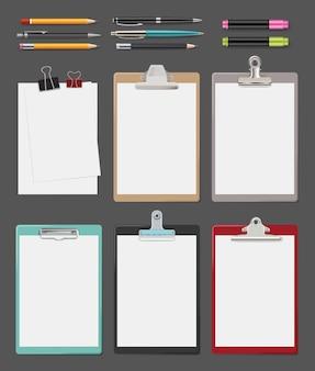 クリップボード。 officeは、タブレットベクトルクリップボードの現実的なコレクションに白紙のメモを提供します。クリップボードとシート、オフィスイラスト用の鉛筆とペン