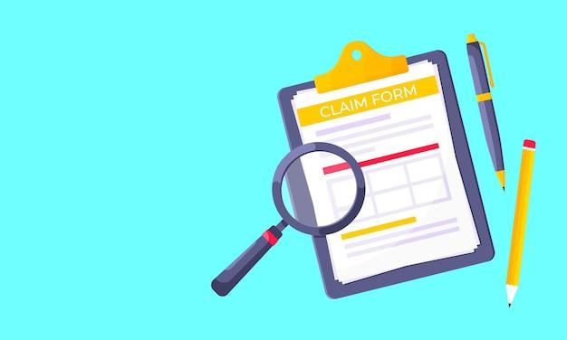 Буфер обмена с формой претензии на нем бумажные листы увеличительное стекло, изолированные на светло-синем фоне