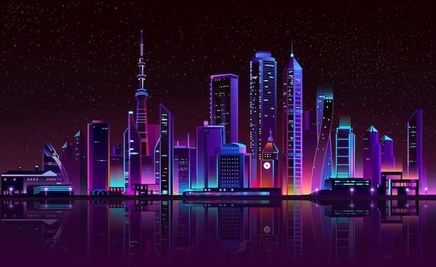 Башня с часами на реке, светящийся город